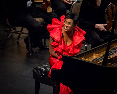 Jade Simmons Photo courtesy of the Peoria Symphony Orchestra.