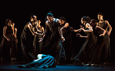Members of Beijing Dance LDTX performing Li Hanzhong's  Sorrowful Song. Photo by Wu Yi-Chun.