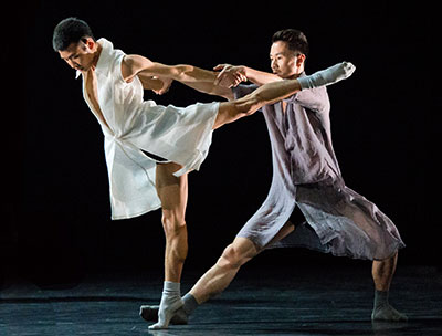 Members of Beijing Dance LDTX performing  Li Hanzhong and Ma Bo's Treading on Grass. Photo by Wang Xiao-Jing.