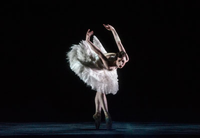 Samantha Lynch in Daniel Proietto's Cygne. Photo by Erik Berg.
