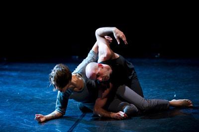 Lar Lubovitch Dance Company, Crisis Variations.  Dancers:  Katarzyna Skarpetowska and Brian McGinniss.  Photo by Paula Lobo.