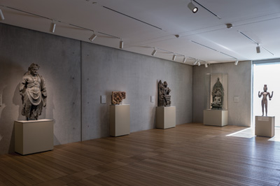 West gallery, featuring work from the Kimbell's Asian collection. Renzo Piano Pavilion, November 2013 Kimbell Art Museum, Fort Worth. Photo by Robert Polidori.