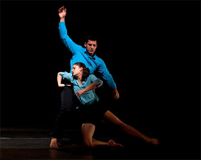 Estrangement choreography by Dana Nicolay. Photo by Kevin Shuster. Dancers: Miranda Colley and Tim Holecek.