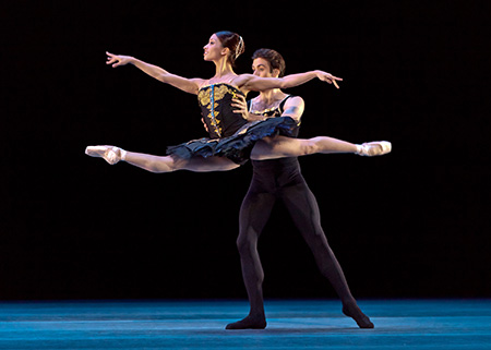 Houston Ballet principals Connor Walsh and Karina Gonzalez in Jorma Elo's ONE/end/ONE Photo by Amitava Sarkar.