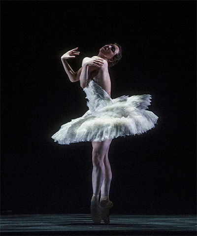 Samantha Lynch of the Norwegian National Ballet in Cygne.  Choreographer Daniel Proietto.   Photographer: Erik Berg.