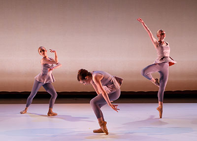 Ballet Austin II in Wavemakers by Jennifer Hart.  Photo by Tony Spielberg.