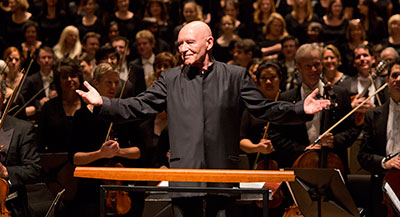Christoph Eschenbach conducting the Houston Symphony in Mahler 8. Photo by Bruce Bennett.