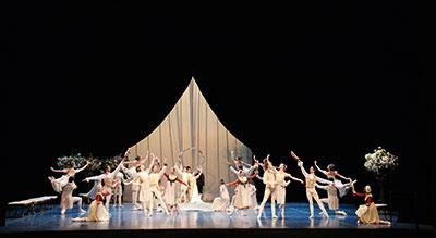 Artists of Hamburg Ballet in John Neumeier's A Midsummer Night's Dream, Photo by Holger Badekow, courtesy of Hamburg Ballet.