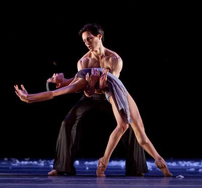 Karina Gonzalez and Simon Ball  in the Houston Ballet production of  Edvaard Liang's Murmuration. Photo by Amitava Sarkar.