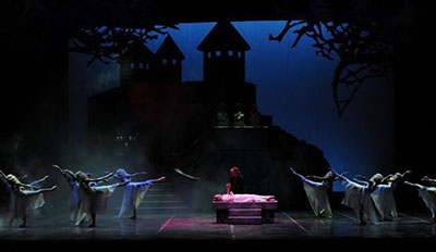 Ballet San Antonio in Gabriel Zertuche's Dracula. Photo by Alexander Devora.