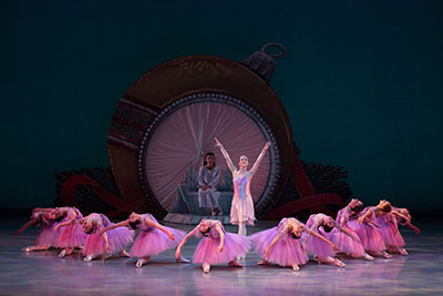 Mejia Ballet International Photo  by Marty Sohl.