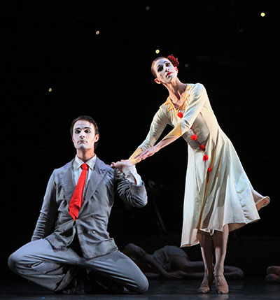 Kelly Myernick and Nicolas Leschke in Houston Ballet production of Christopher Bruce's Hush. Photo by Amitava Sarkar.