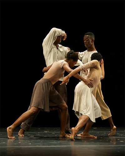 Dallas Black Dance Theatre in  Dianne McIntyre A Boundless Journey Photo by Jaime Truman.