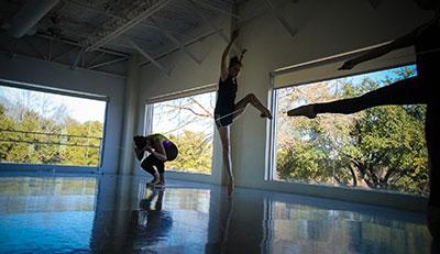 Avant Chamber Ballet dancers Kristen Pauken, Rachel Meador and Kirsten Conrad rehearsing Amy Morrow's ballet  String Theory. Photo by Martin Perez.