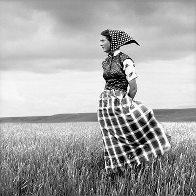 Hutterite Girl in Field, Duncan Ranch Colony, Harlowton, Montana, June 17, 1994. Gelatin silver print © Laura Wilson