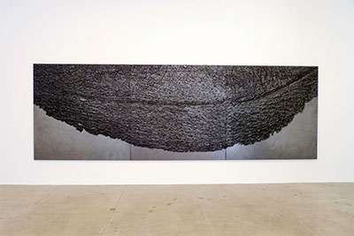 Giuseppe Penone, Pelle di grafite - Palpebra, (Skin of Graphite - Eyelid), 2012. Graphite on black canvas 200 x 600 cm, Installation view, Marian Goodman Gallery New York 2015 photo © Archivio Penone