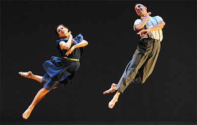 Alex Karigan Farrior and Joshua L. Peugh in Critics of the Morning Song. Photo by Jack Hartin, courtesy of Dark Circles Contemporary Dance.