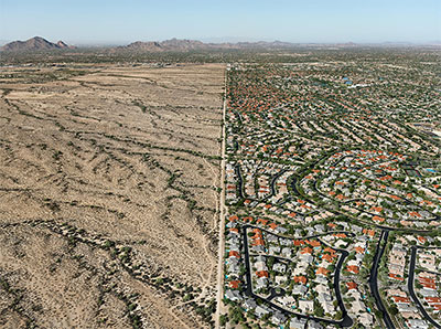 Edward Burtynsky Salt River Pima-Maricopa Indian Reservation / Suburb, Scottsdale, Arizona, USA, 2011 From the series Water © Edward Burtynsky, courtesy Nicholas Metivier Gallery, Toronto / Von Lintel Gallery, Los Angeles