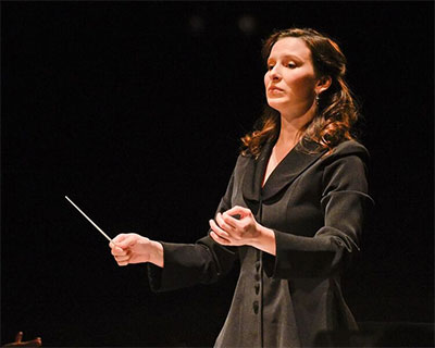 Australian conductor Jennifer Condon conducting the Prelude to Act One of Manon during the Inaugural Concert, December 5, 2015 in the Winspear Opera House. Photo by Karen Almond, Dallas Opera.