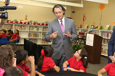 Carlos Botero interacts with students at Crespo Elementary School, where the Houston Symphony offers and in-depth residency program supported by BBVA Compass. Photo courtesy of Houston Symphony.