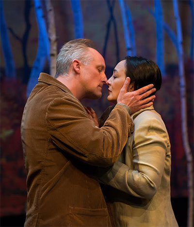 Eric White and Lisa Tejero in the Upstream Theatre production of De Kus (The Kiss). Photo by Peter Wochniak.