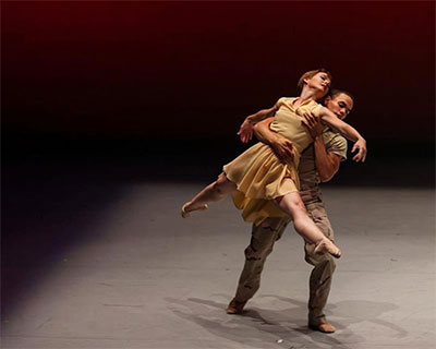 SMU alums Jennifer Mabus and Albert Drake in Bruce Wood's Follow Me. Photo by Brian Guilleaux.