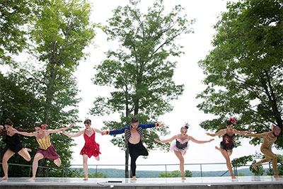 Emily Bernet (SMU '16), Rebecca Grace Moore (SMU '16), Taylor Rodman, Seth McPhail, Sarah Hammonds, Alex Karigan Farrior (SMU '07) and Chadi El-Khoury in Joshua L. Peugh's Aimless Young Man at Jacob's Pillow Inside/Out Stage, 2016. Photo by Hayim Heron.