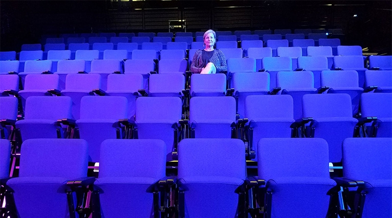 Performania: The Loneliness of the Arts Writer