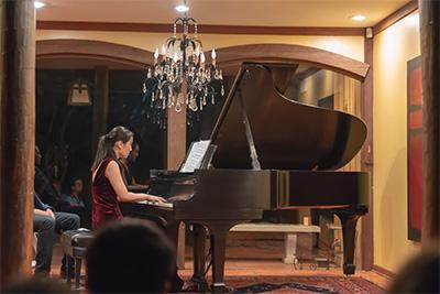 Pianist Yan Shen Playing